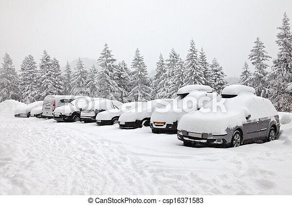 Winter parking - csp16371583