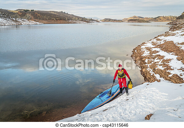 winter stand up paddling in Colorado - csp43115646
