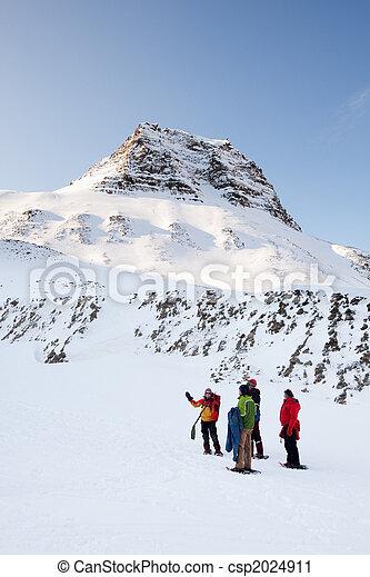 Winter Trek Guide - csp2024911