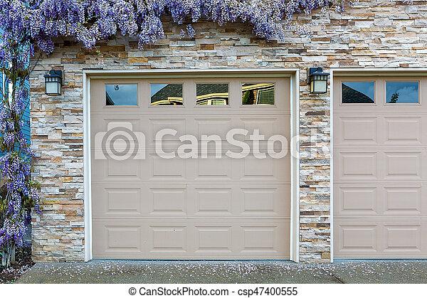 Wisteria Flowers By Home Garage Doors Wisteria Flowers In Full