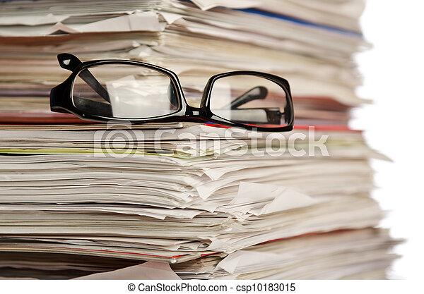 witte , stapel, papieren - csp10183015