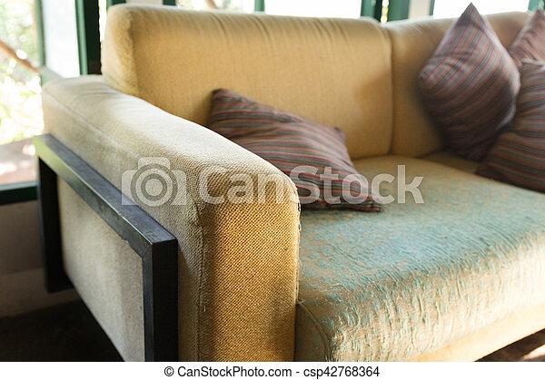 Wohnzimmer Braunes Sofa Couch Fenster Grun Kleingarten Ansicht
