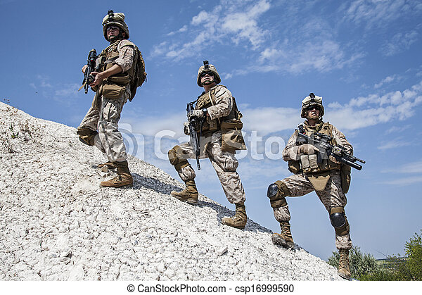 wojskowy, działanie - csp16999590