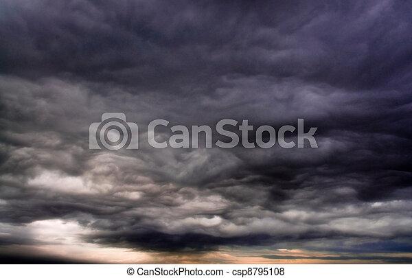 wolkenhimmel, stürmisch - csp8795108
