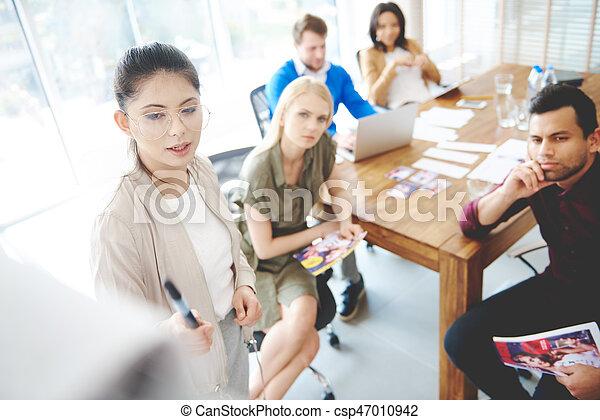 woman ügy, ólmozás, young felnőtt, sportcsapat találkozik - csp47010942