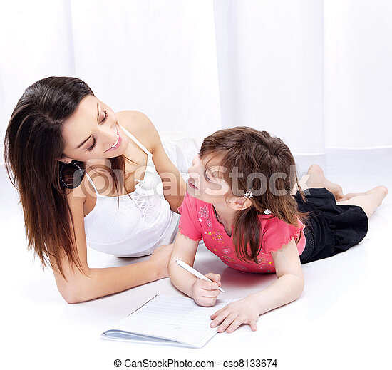 Woman and child drawing on notepad - csp8133674