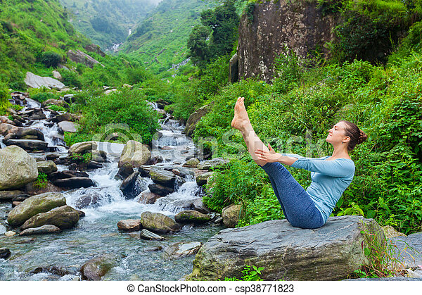 woman doing ashtanga vinyasa yoga asana navasana outdoors