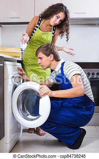 woman., hombre, máquina, reparación, lavado - csp84738248