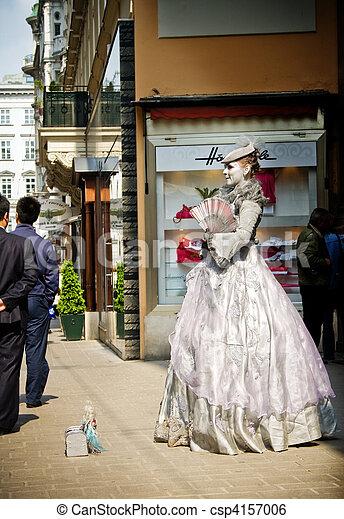 Woman impersonating queen Marie Antoinette in Vienna - csp4157006