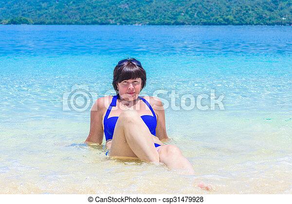 woman lying in the sea - csp31479928