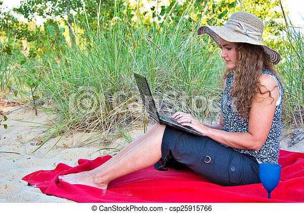 woman on blanket with laptop - csp25915766