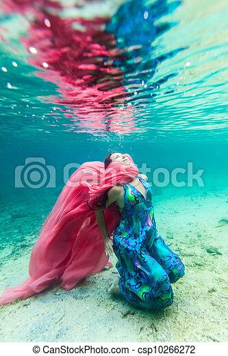 Woman underwater - csp10266272