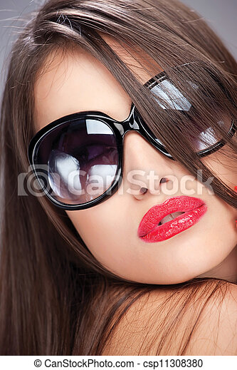 woman with big sun glasses - csp11308380