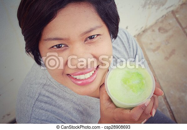 Woman with green vegetable smoothie - csp28908693