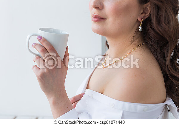Woman's hand holding a white cup of coffee. With a beautiful manicure close-up. Drink, fashion, morning - csp81271440