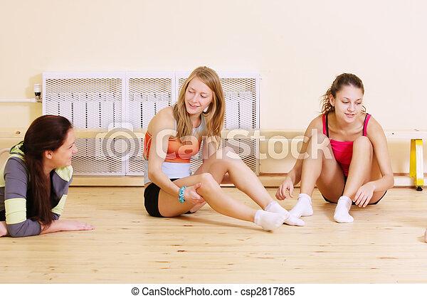 Women at break in gym - csp2817865
