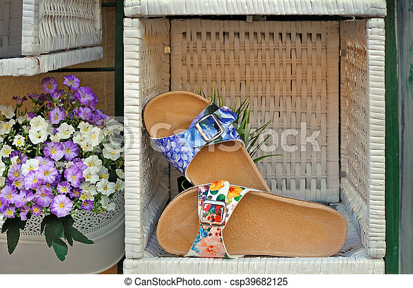 Women's sandals with floral print in woven box - csp39682125