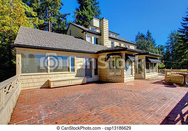 Woning floor terras buitenkant baksteen balkon