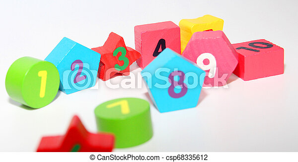 Wooden figures with numbers 1, 2, 3, 4, 5, 6, 7, 8, 9 and 10. Wooden cubes with numbers for children. - csp68335612