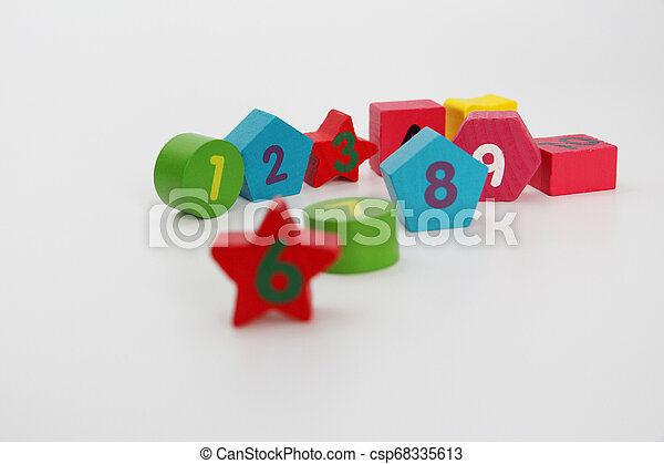 Wooden figures with numbers 1, 2, 3, 4, 5, 6, 7, 8, 9 and 10. Wooden cubes with numbers for children. - csp68335613