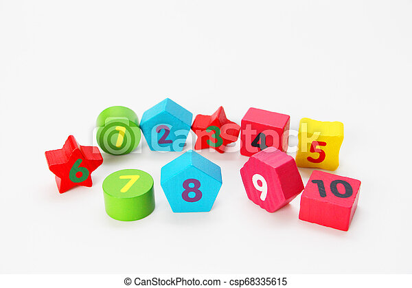 Wooden figures with numbers 1, 2, 3, 4, 5, 6, 7, 8, 9 and 10. Wooden cubes with numbers for children. - csp68335615