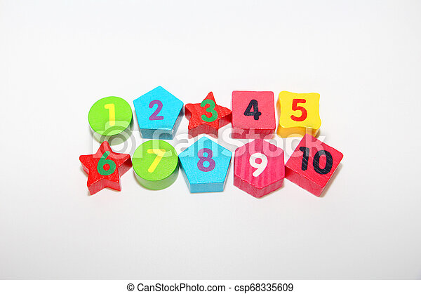 Wooden figures with numbers 1, 2, 3, 4, 5, 6, 7, 8, 9 and 10. Wooden cubes with numbers for children. - csp68335609