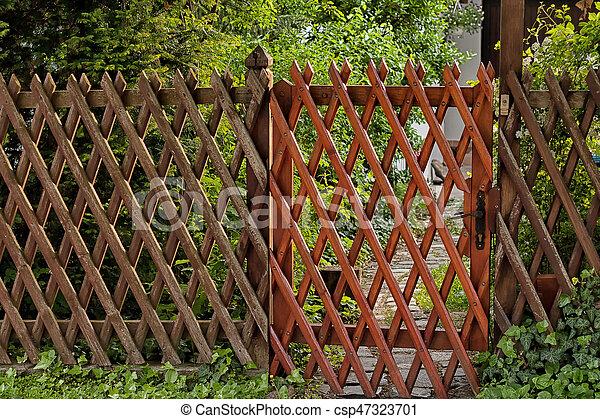Wooden Lattice Grid Fence. Garden Entrance   Csp47323701