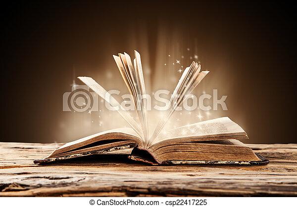 wooden table, boek, oud - csp22417225