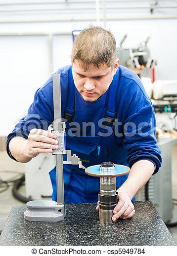 worker measuring cutting tool - csp5949784