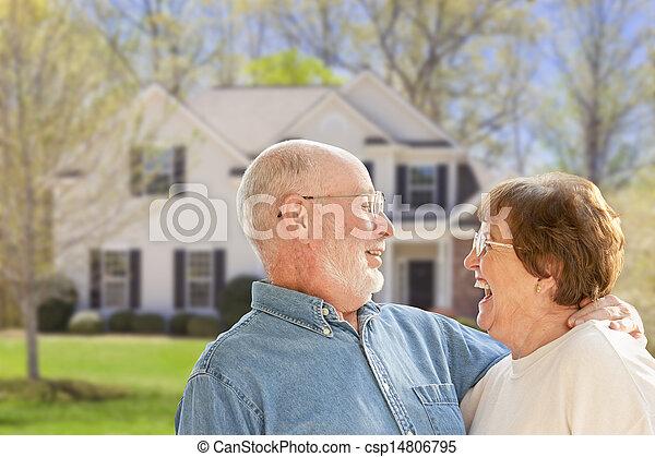 yard, maison, couple, devant, personne agee, heureux - csp14806795