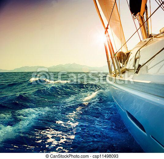 Yate navegando contra Sunset. Sailboat. Sepia ton - csp11498093