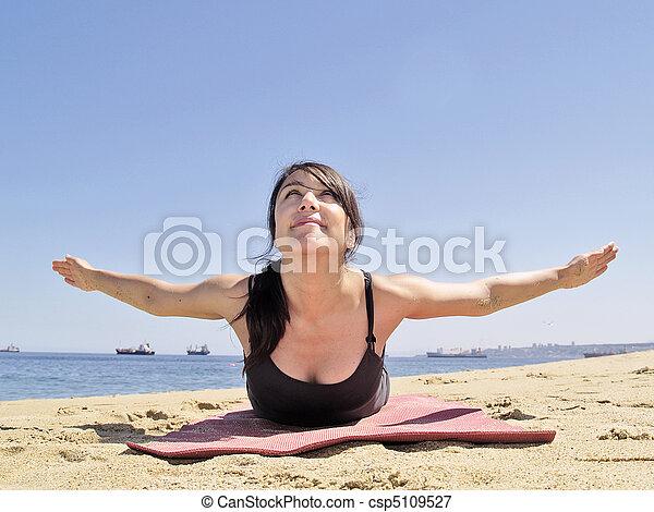 bikram yoga paorna salabhasana posa una vista frontal