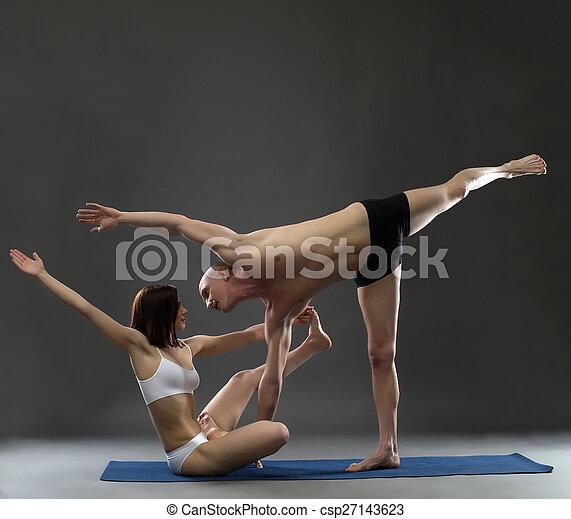 yoga instructeurs asana s'accouplé complexe poser