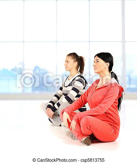yoga, niñas, dos, rodear, brillante, condición física, bautiful - csp5813755