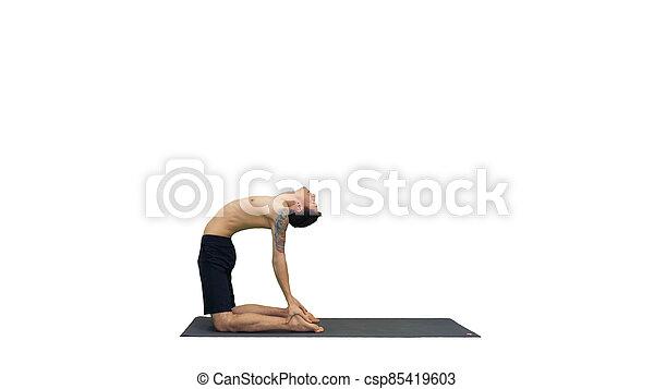 yoga pilates o entrenamiento afuera joven condición