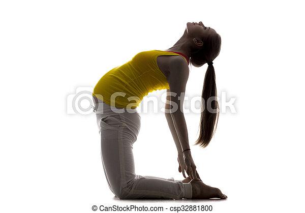 yoga prénatal pose chameau courber modèle ou