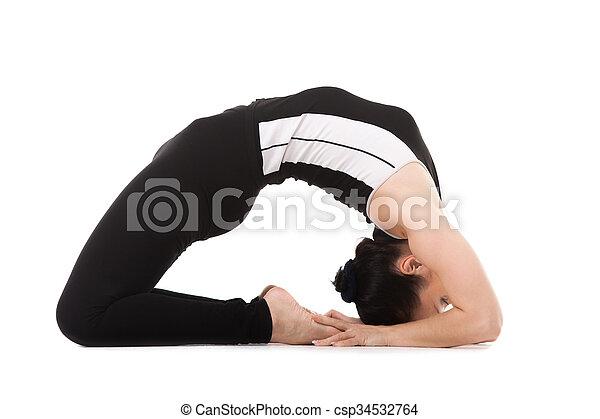 mujer yogi en pose de paloma de yoga chica de yoga