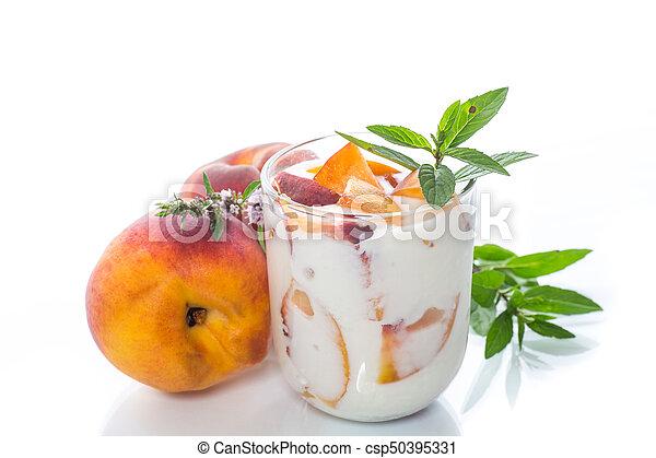 yogurt, doce, caseiro, pêssego, pedaços - csp50395331