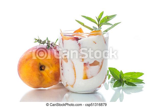 yogurt, doce, caseiro, pêssego, pedaços - csp51316879