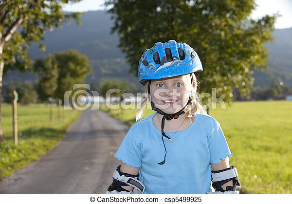 Young beauti blond girl inline-skating - csp5499925