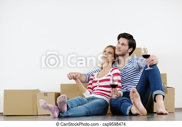 Young couple moving in new house - csp9598474
