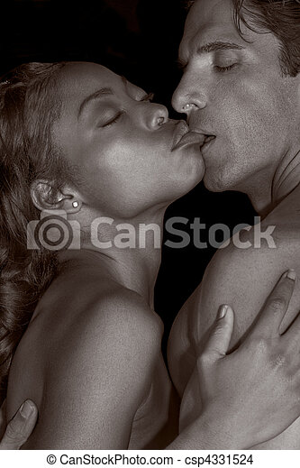 Young couple naked Man and woman in love kissing - csp4331524