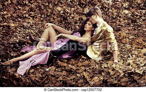 Young couple relaxing during an autumn's day - csp12507702