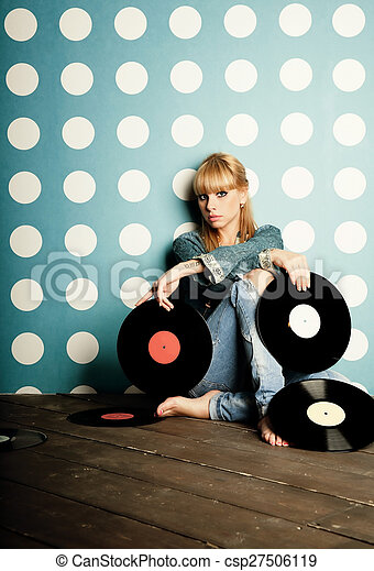 Young girl with vinyl records in the hands - csp27506119