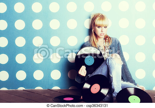 Young girl with vinyl records in the hands - csp36343131
