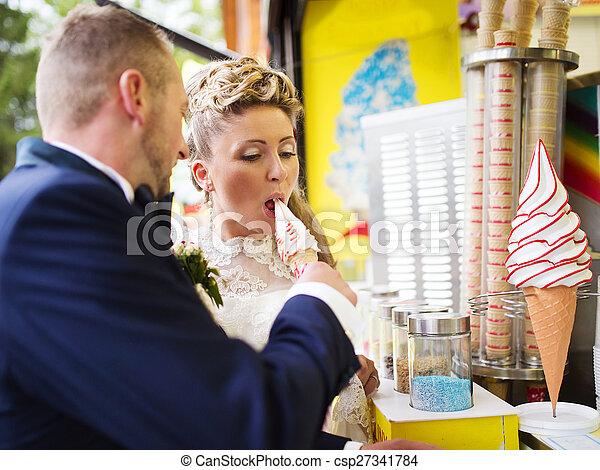 Young wedding couple - csp27341784