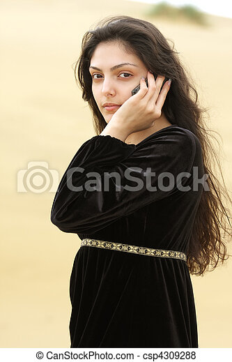 Young woman in desert calling by cellphone - csp4309288