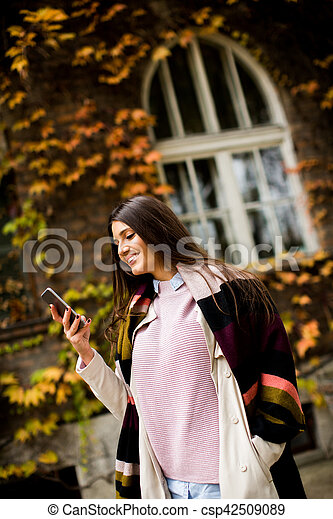 Young woman outdoor - csp42509089