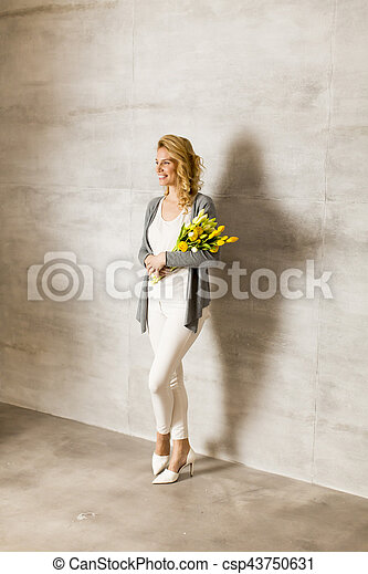 Young woman with a bouquet of yellow tulips - csp43750631