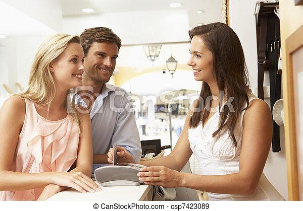 zákazník, asistent, dražby, samičí, pokladna, šatstvo nadbytek - csp7423089